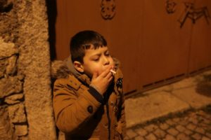 курит ребенок