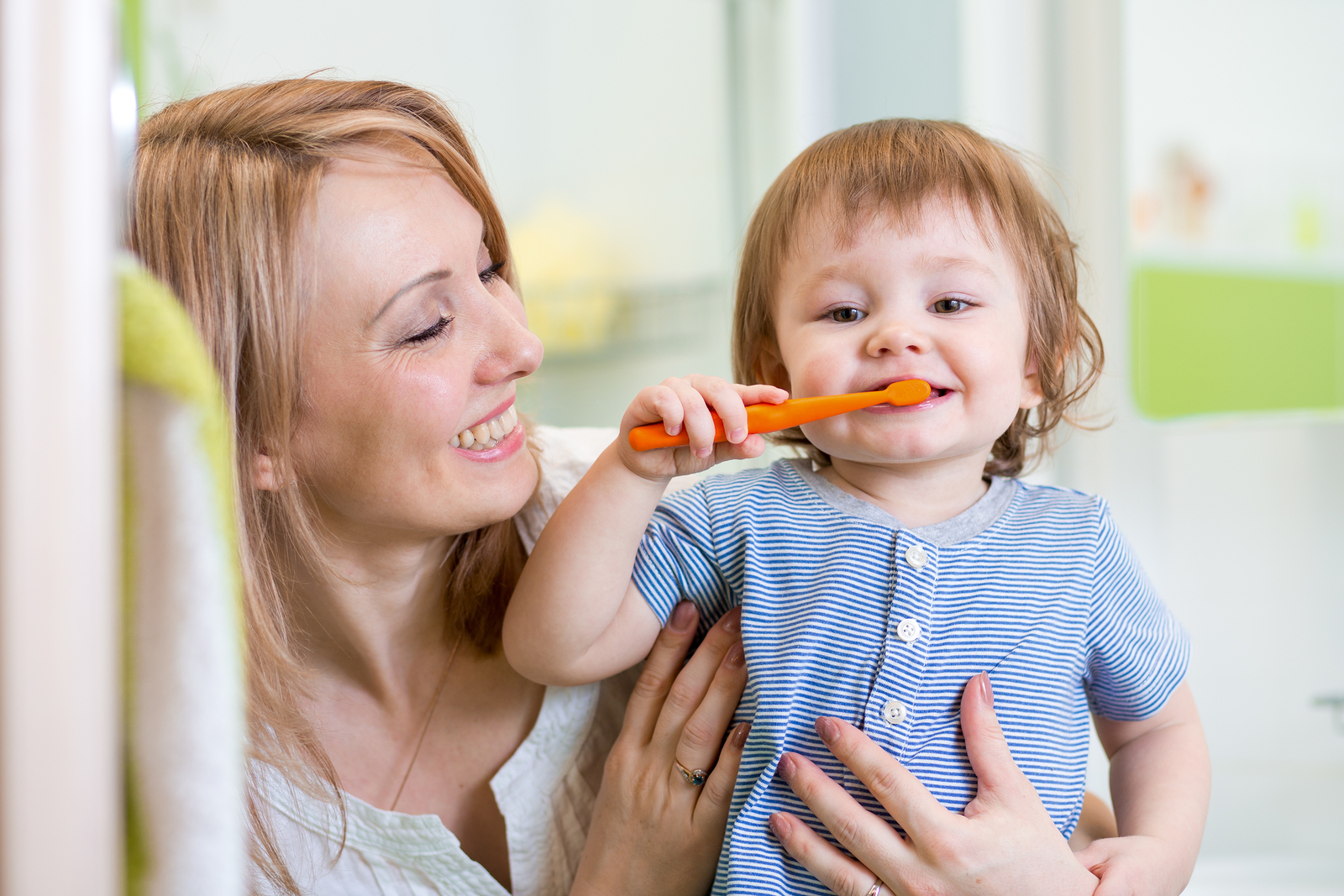 Когда начинать чистить зубы малышу?